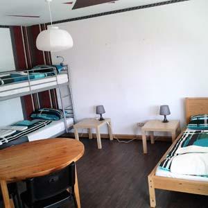 günstige Monteurzimmer in Burgau Dreibettzimmer